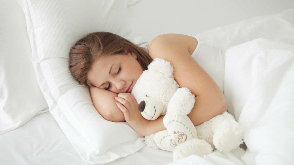Медики объяснили, почему нужно спать без одежды
