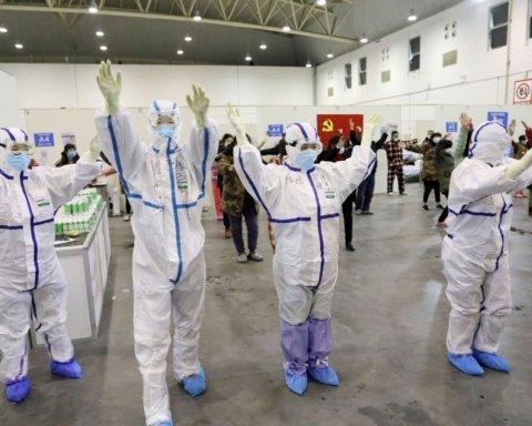 Закрывают временные больницы: в Китае резко улучшилась ситуация с коронавирусом