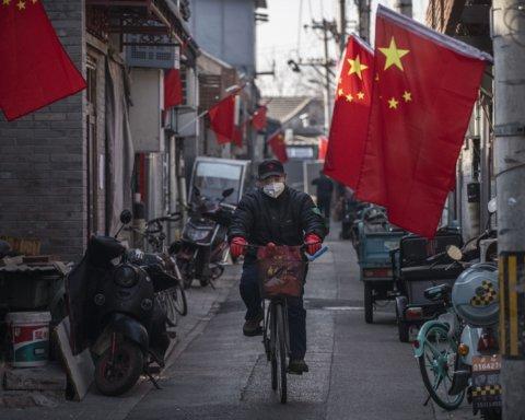 У Китаї через 2 осіб з COVID-19 знову оголосили локдаун