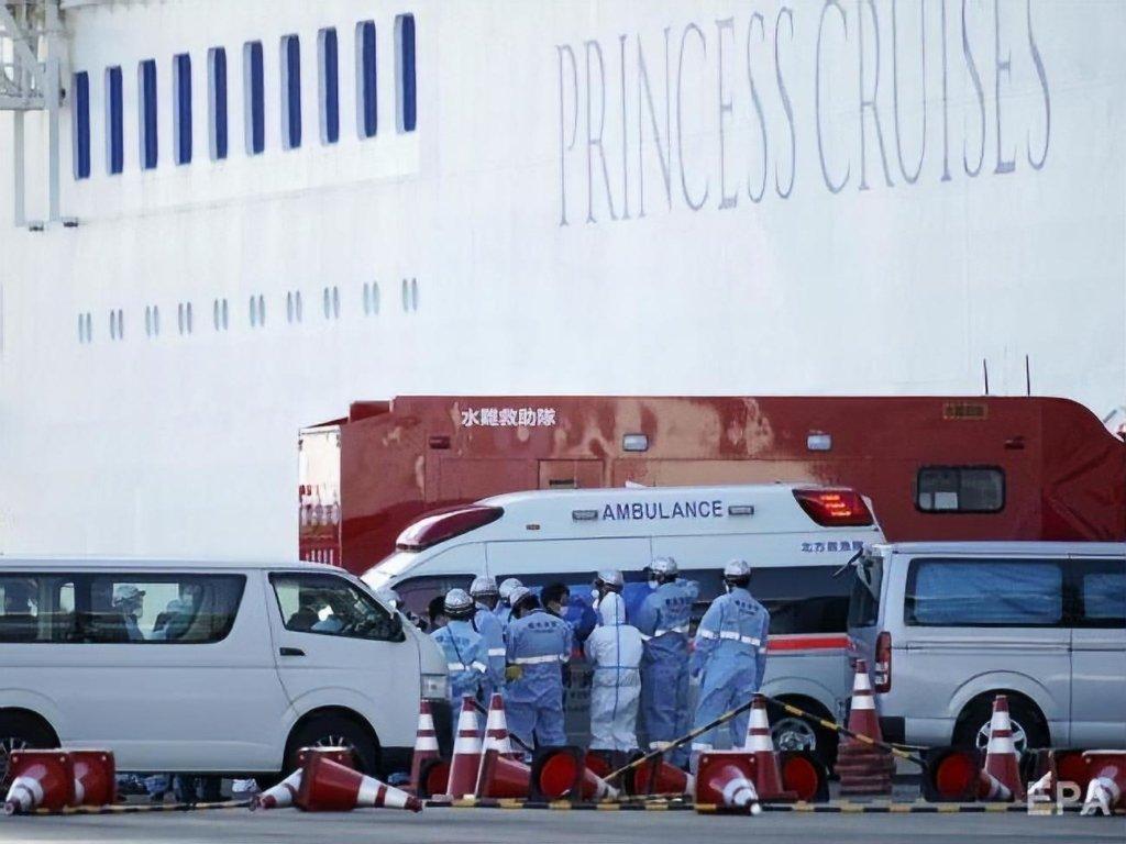 От коронавируса начали умирать пассажиры лайнера Diamond Princess