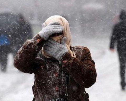 Штормовой ветер и снег: в Украину пришел аномальный холод