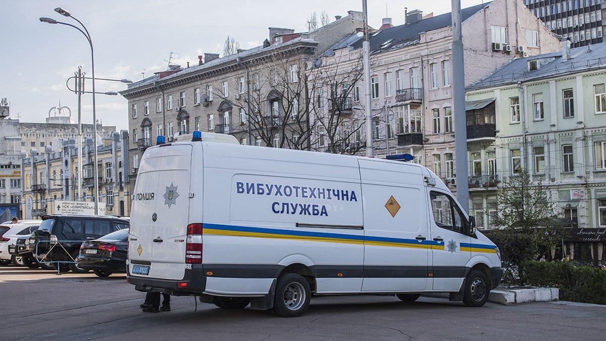 """У Києві """"замінували"""" Палац Спорту: людей евакуюють"""