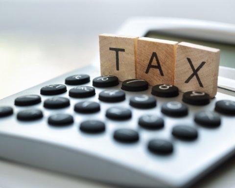 Украинцам нужно уплатить налоги с дохода: кому грозят штрафы