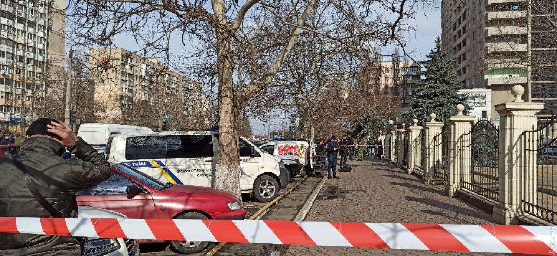 В Одесі чоловік із гранатою захопив у заручники суддів: перші кадри з місця НП