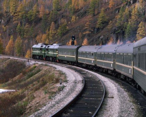 На женщину в поезде «Киев-Бердянск» упала полка с пассажиром