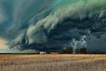 Сильний вітер, грози та дощ: в Україні серйозно зіпсується погода