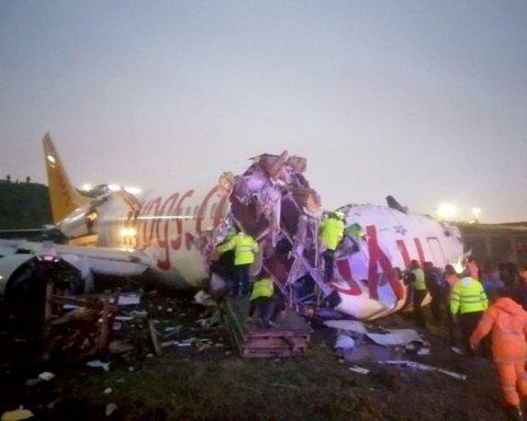 Під час аварії лайнера в Стамбулі загинули три людини: подробиці