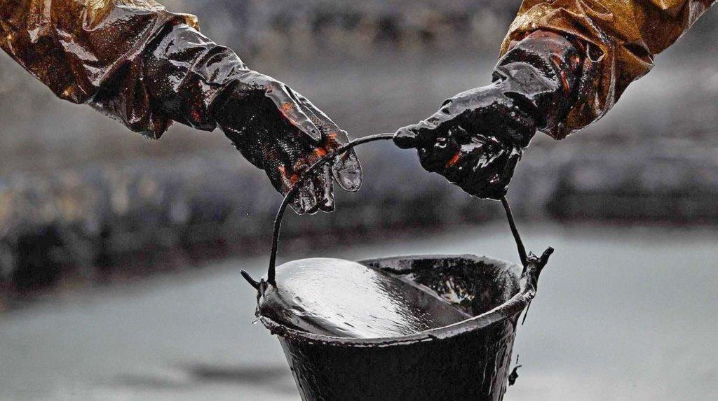 Світові ціни на нафту впали ще більше: що трапилося