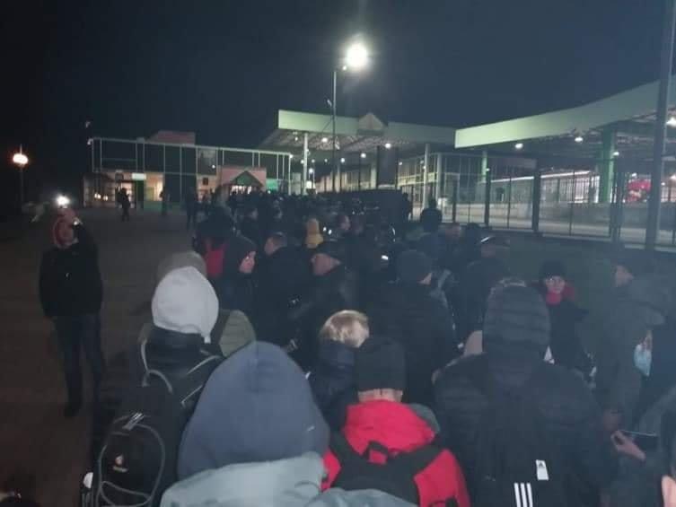 Карантин в Украине: появились грустные фото с границы
