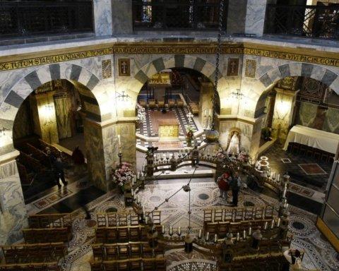 В Німеччині для боротьби з епідеміями покажуть мощі святої Корони