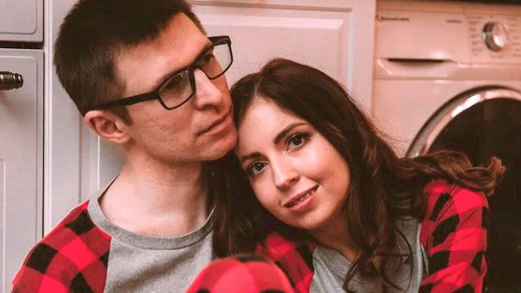 Скандальна російська блогерка вхитрилася заробити на смерті чоловіка