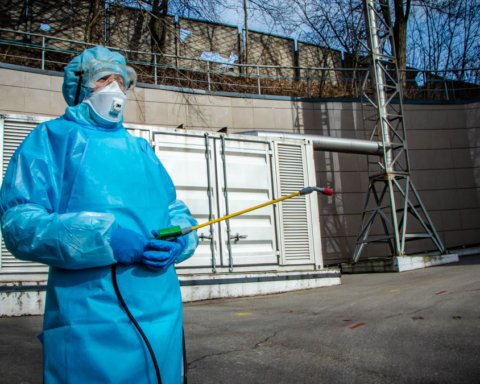 Карантин в Украине: нардепам и судьям разрешили не соблюдать режим самоизоляции