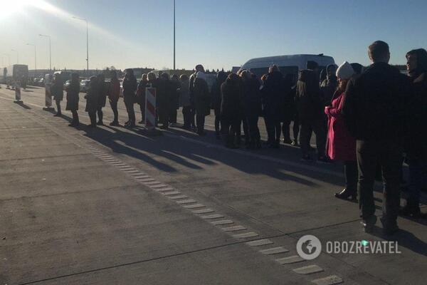 Тысячи украинцев застряли на границе с Польшей