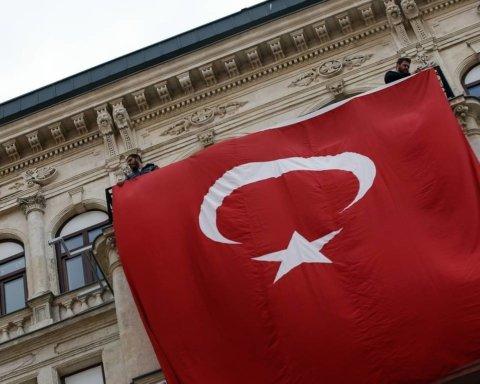 Турция закрыла границы для 9 стран: список