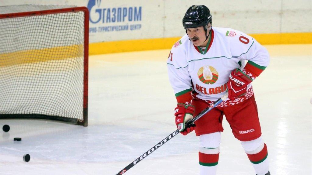«Лучше умереть стоя»: Лукашенко назвал лучшее лекарство от коронавируса