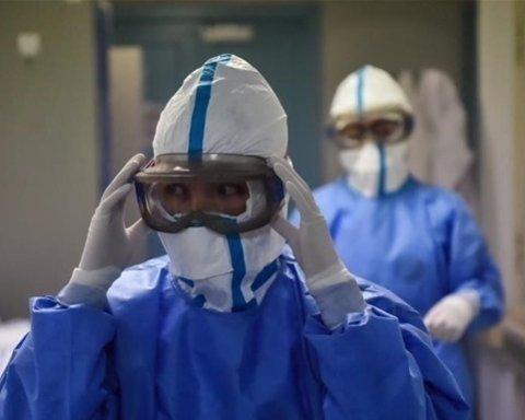 У МОЗ пообіцяли в короткий термін забеспечити лікарів спецзахистом