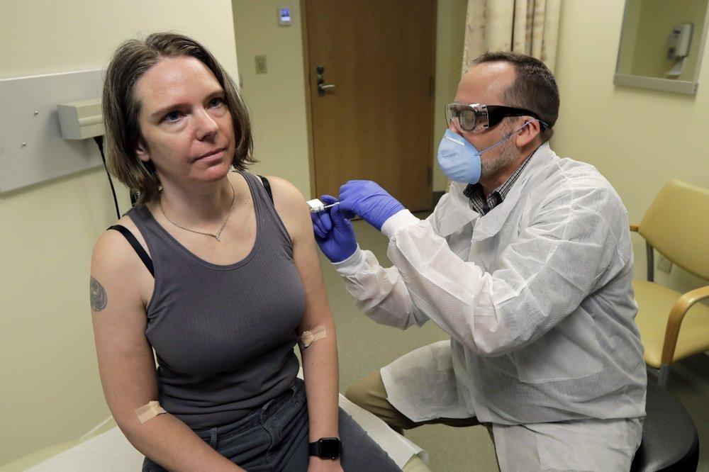 В США начали тестировать вакцину против коронавируса на людях: появились фото добровольцев