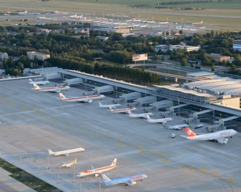 »Борисполь» отказался принимать самолет с сотней украинцев на борту: все подробности