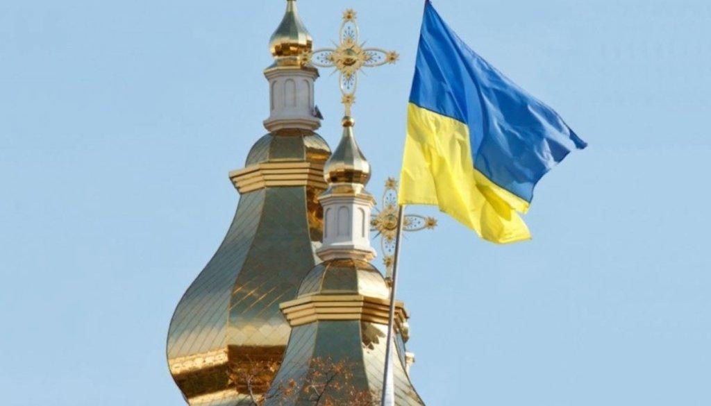 ПЦУ порадила українцям не цілувати хрести та ікони через коронавірус