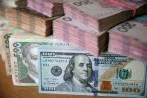 Гривня продовжує падати: що буде з курсом долара влітку