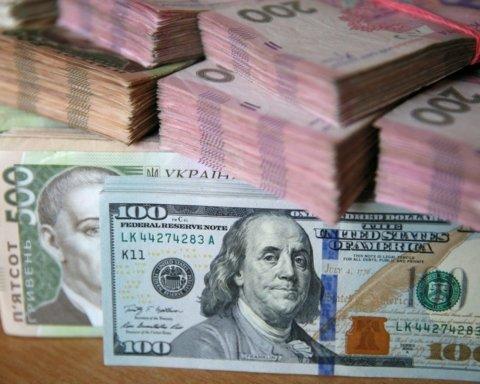Гривна продолжает падать: что будет с курсом доллара летом