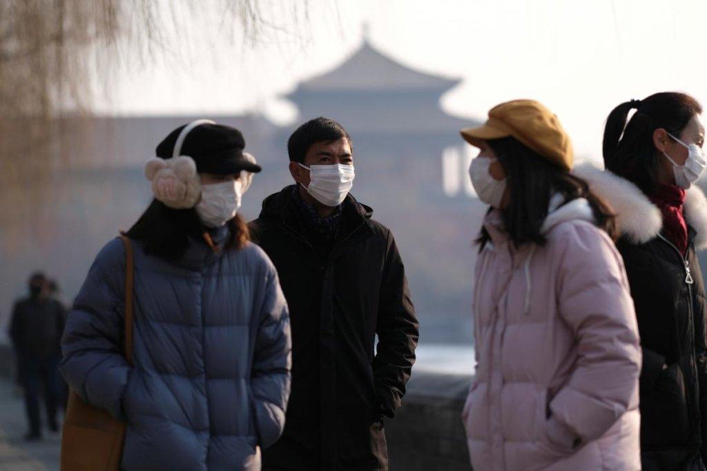 ВООЗ закликала здорових людей не носити медичні маски