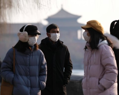 ВОЗ призвала здоровых людей не носить медицинские маски
