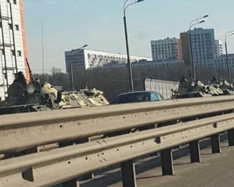 В Москву начали стягивать войска: что происходит