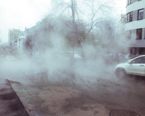 Центр Киева залило кипятком: все попало на видео
