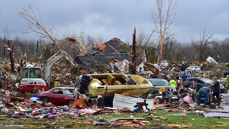 Потужний ураган вбив десятки людей: США накрила смертельна негода