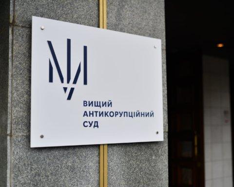 У центрі Києва намагалися штурмувати Вищий антикорупційний суд: подробиці та відео