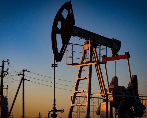Цена на нефть обвалилась на 30% за сутки