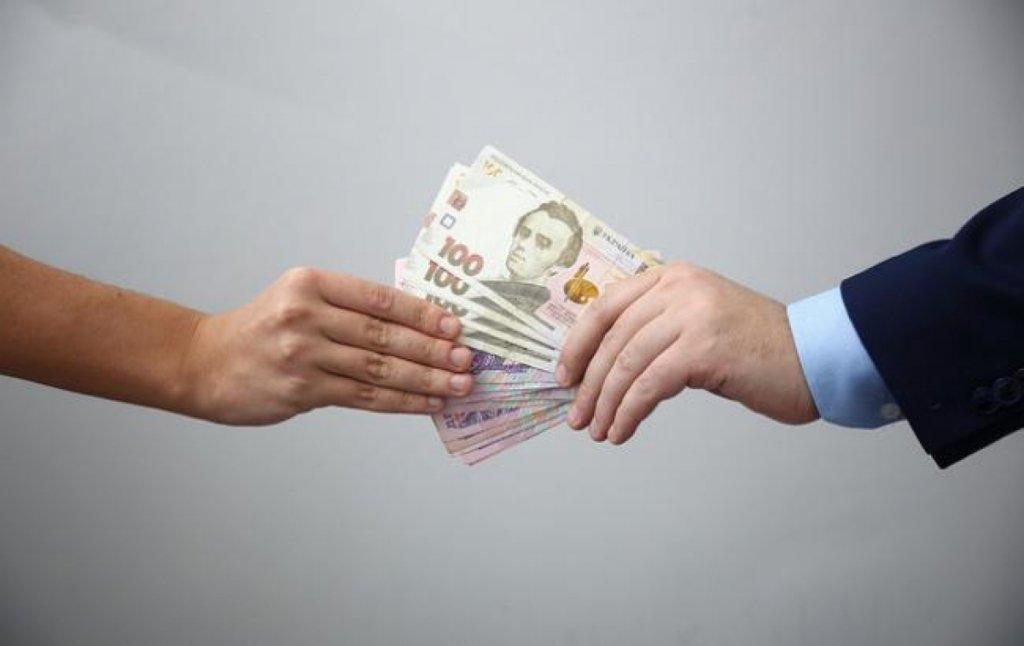 Названі зарплати топ-чиновників в Раді: цікаві цифри