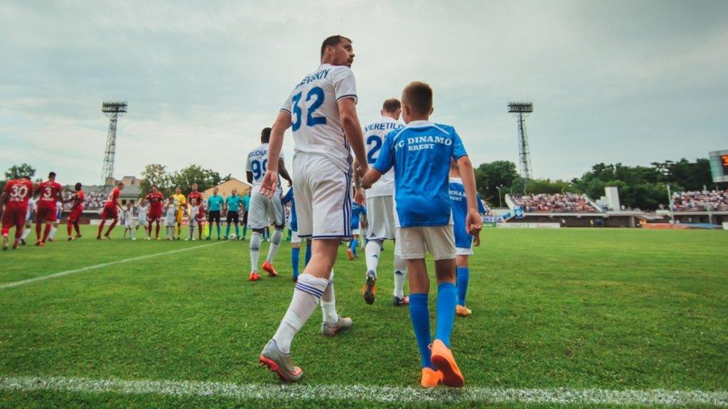 Єдиний не призупинений футбольний чемпіонат в Європі транслюється в Україні