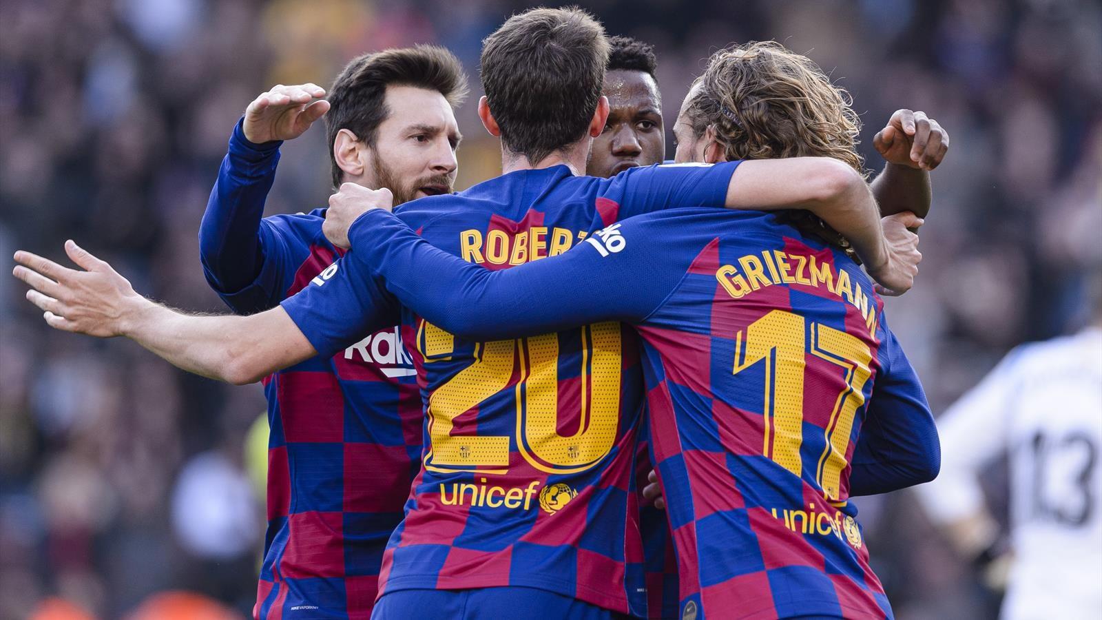 Барселона снизила зарплаты футболистам в одностороннем порядке