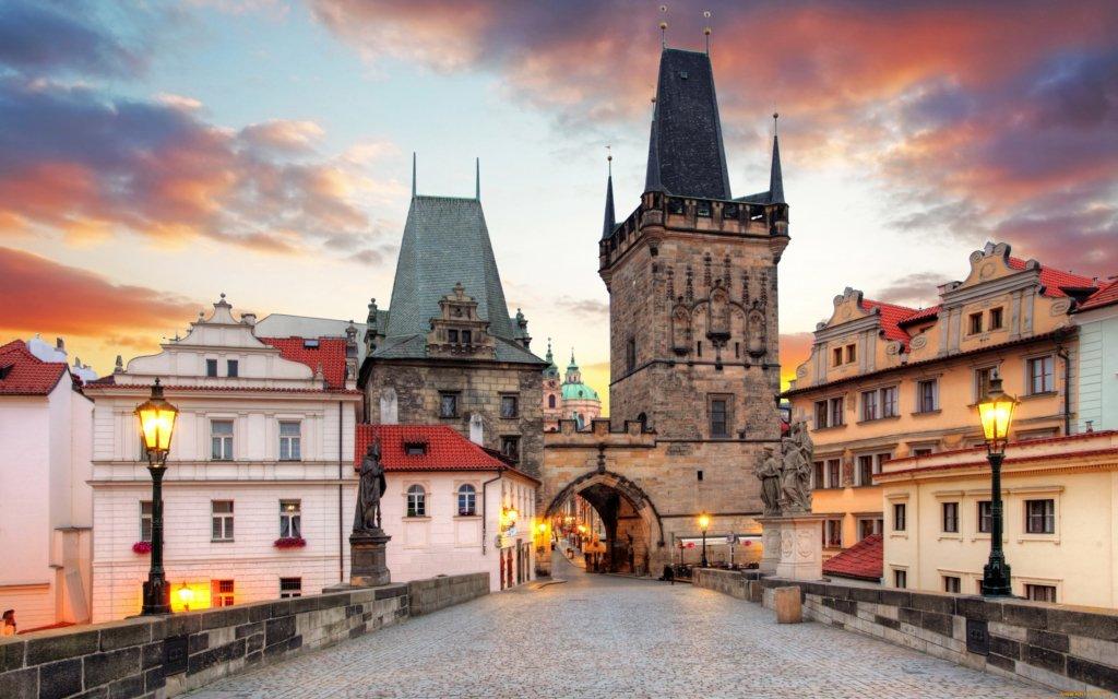 Коронавирус: Чехия закрывается на карантин, а Албания вводит комендантский час
