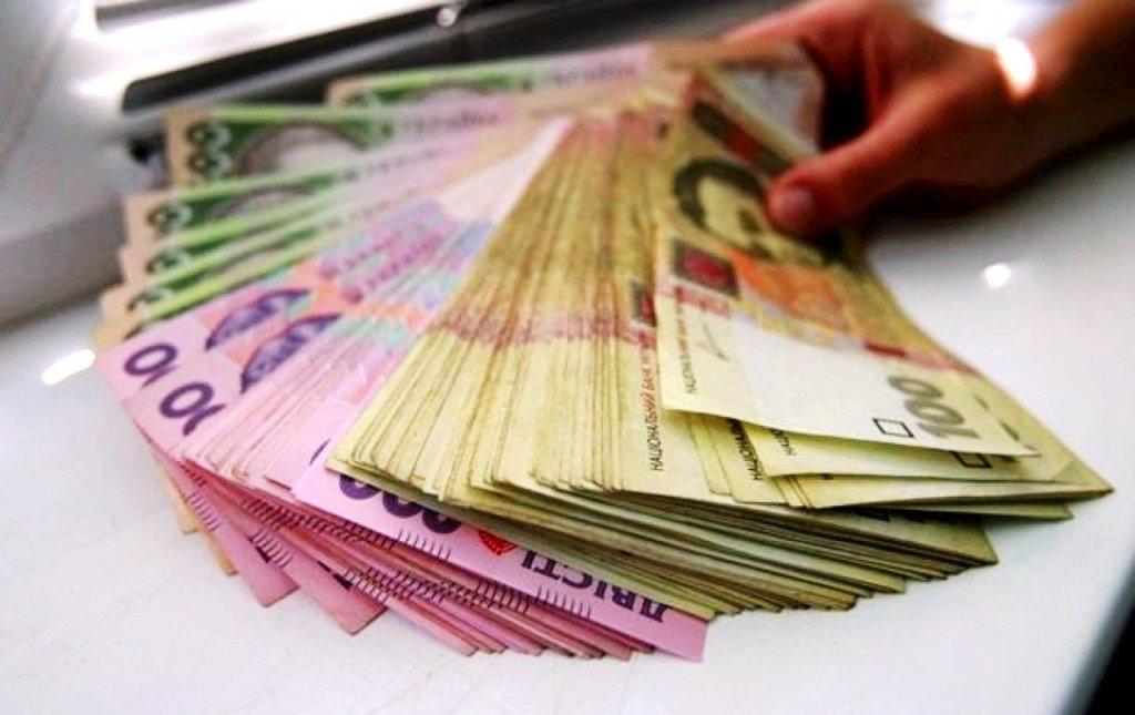 Долар знову дешевшає: курс валют НБУ на 10 липня