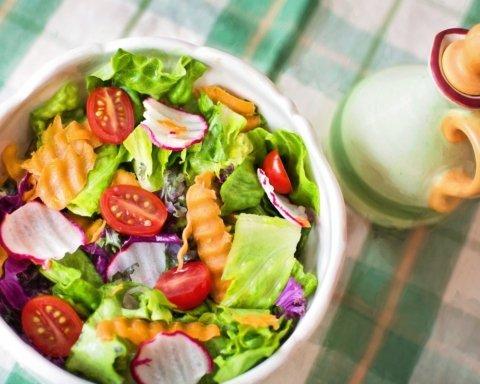 Лікар розповів, від якої їжі потрібно відмовитися хворим на COVID-19