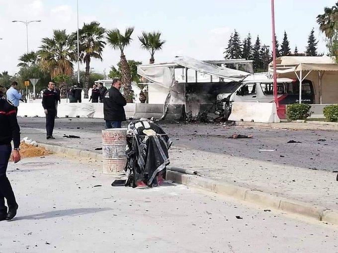 Смертник влаштував вибух біля посольства США в Тунісі: перші кадри з місця НП