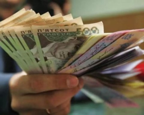 В Україні чиновників через COVID-19 позбавлять високих зарплат