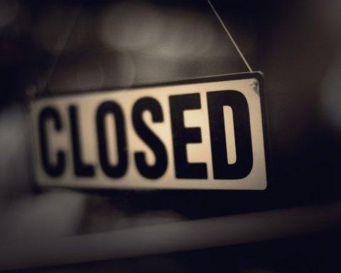 Зеленский отменил возобновление развлечений в Украине