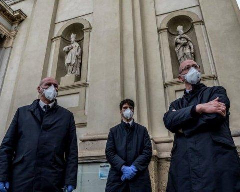 Люди задихаються, лежачи в коридорах: моторошні кадри з лікарні охопленої коронавірусом Італії