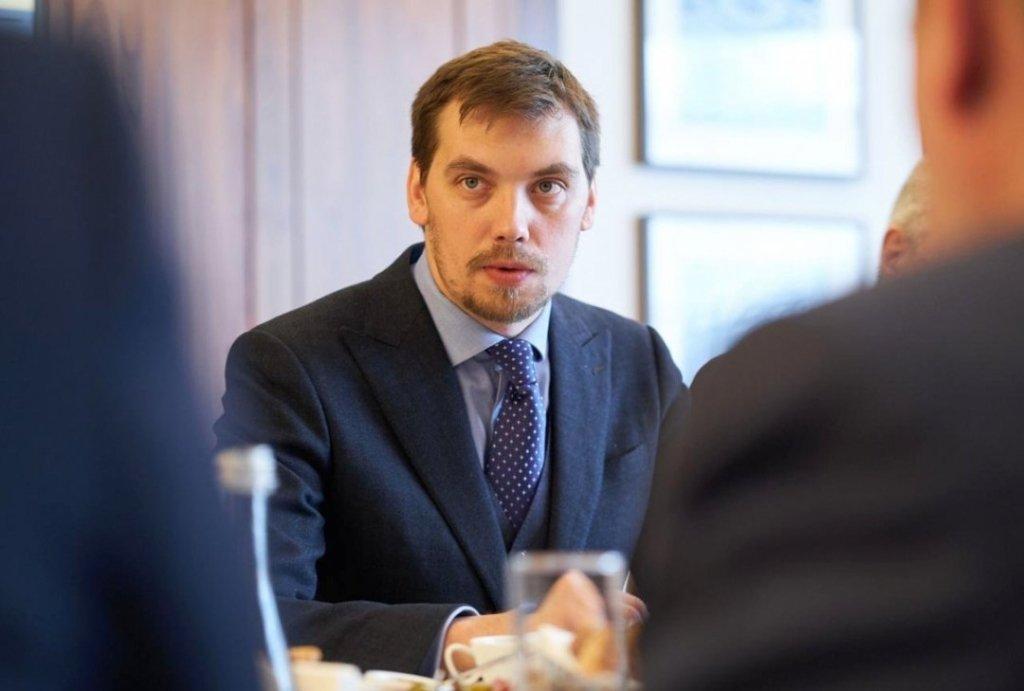Бывший премьер Гончарук внезапно покинул Украину