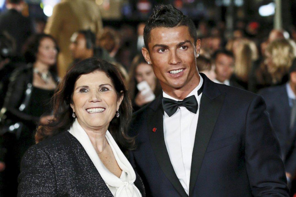 У матері Роналду підозра на інсульт: футболіст терміново вилетів до Португалії