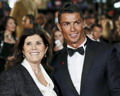 У матери Роналду подозрение на инсульт: футболист срочно вылетел в Португалию