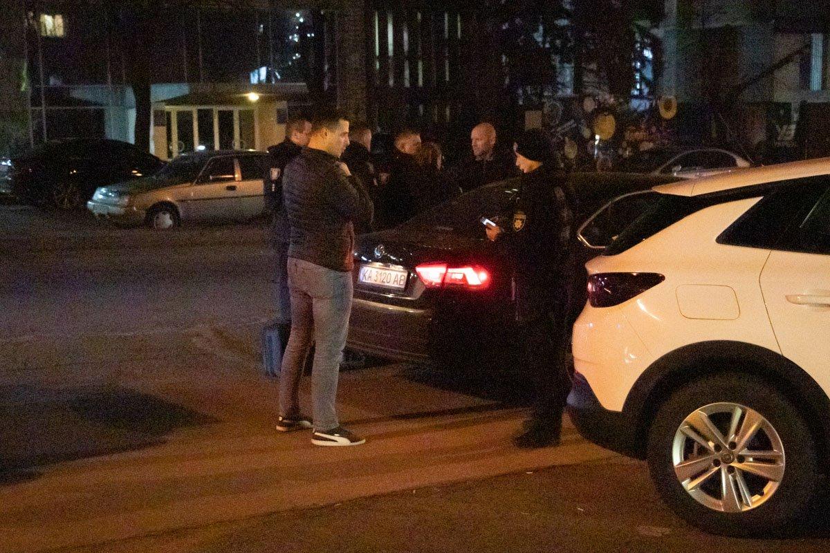 Семейные разборки в Киеве: женщина подстрелила мужчину и сбежала