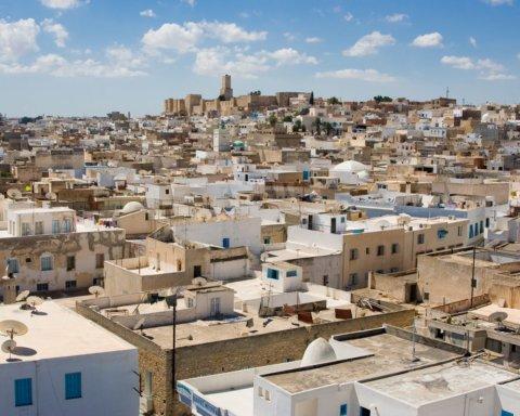 Смертник устроил взрыв у посольства США в Тунисе: первые кадры с места ЧП
