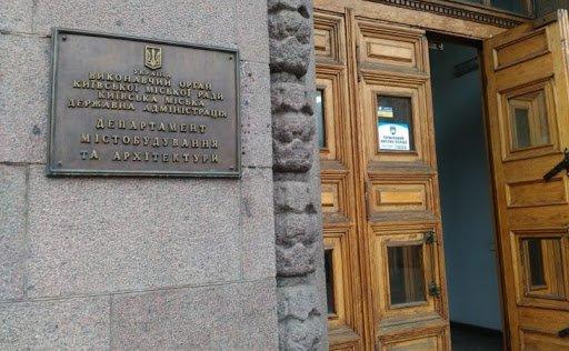 Керівниця будівельного департаменту КМДА разом з підлеглим організувала корупційні схеми