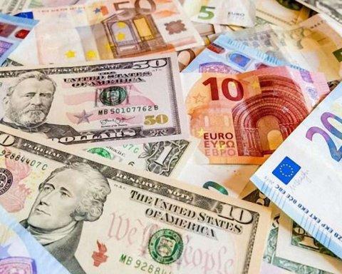 Без паники: украинцам посоветовали не закупать валюту