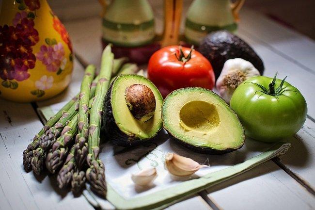 Лікар розповів, як протистояти коронавірусу: п'ять овочів і фруктів